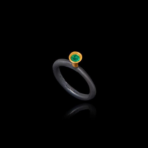 Εναλλακτικό Μονόπετρο Δαχτυλίδι με Σμαράγδι